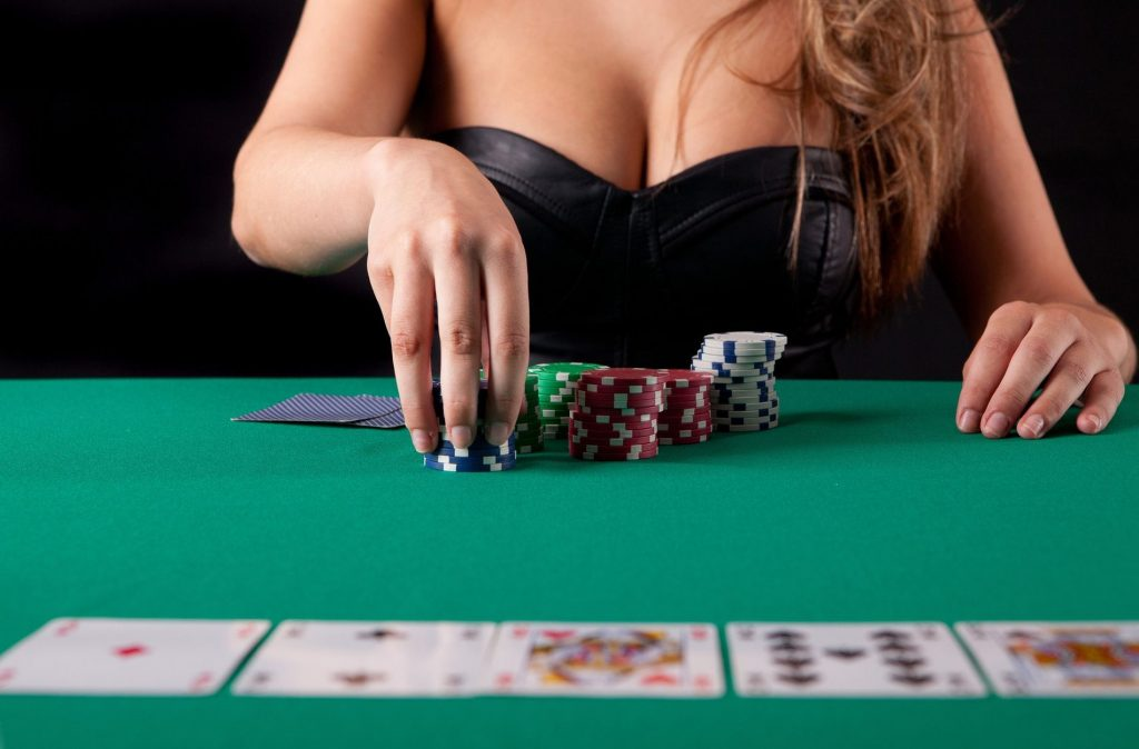 Seven Tremendous Helpful Suggestions To improve Online Gambling